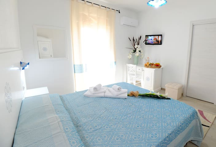 ***INAH Rooms***  mountain view