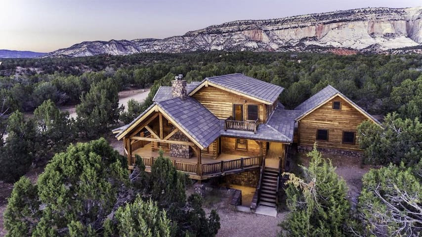 Zion, Bryce and Grand Canyons at Sugar Knoll Lodge