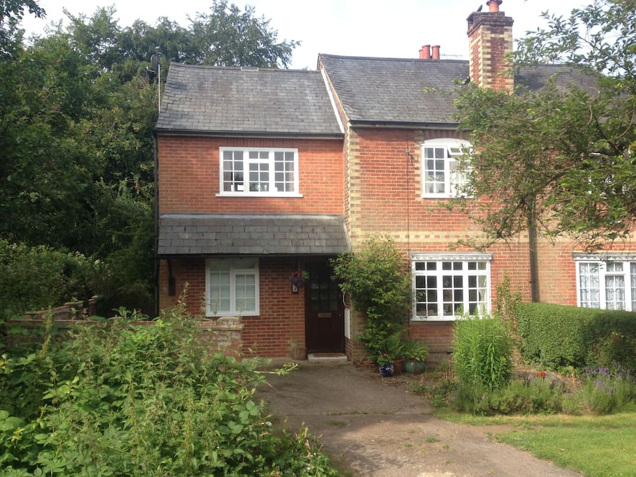 Quiet location yet close to local amenities and  transport links
