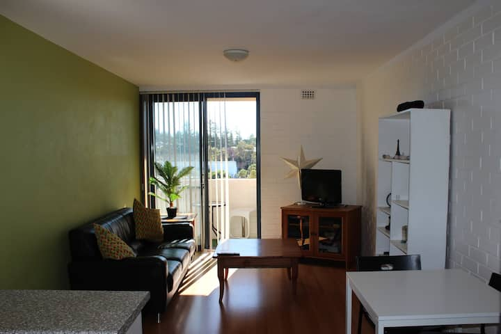 Cosy Self Contained Unit. Close to the Beach&River