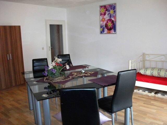 Goldstadt FeWos BARTH, (Pforzheim), Ferienwohnung 60qm, 2 Schlafzimmer, max. 4 Personen