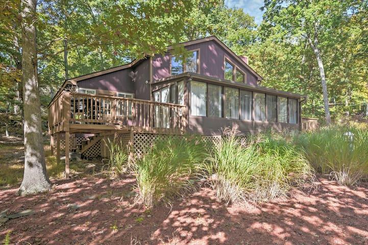 Bright Bushkill House w/Private Sauna & Fire Pit!