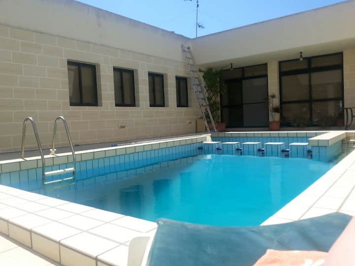 Mellieha Apartment with pool. Sleeps 6