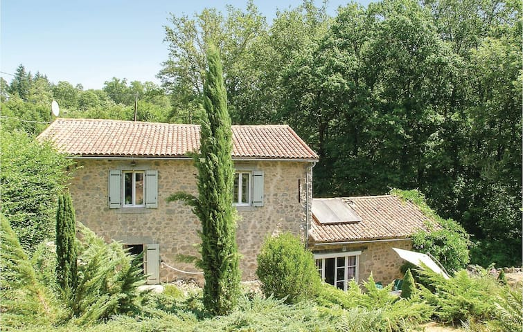 Holiday cottage with 3 bedrooms on 108m² in Augignac