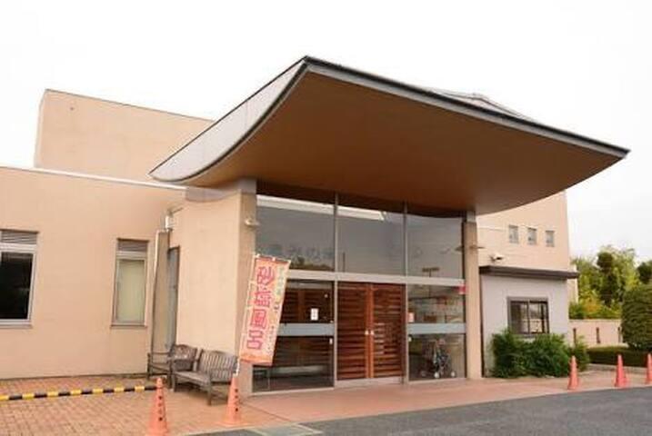 恵みの湯♨️  隣の日帰り温泉です。お湯がやわらかくいい泉質です。簡単な軽食も食べられます。(入館料500/3時間) am10:00〜pm9:00  http://www.city.annaka.lg.jp/kanko_spot/meguminoyu.html