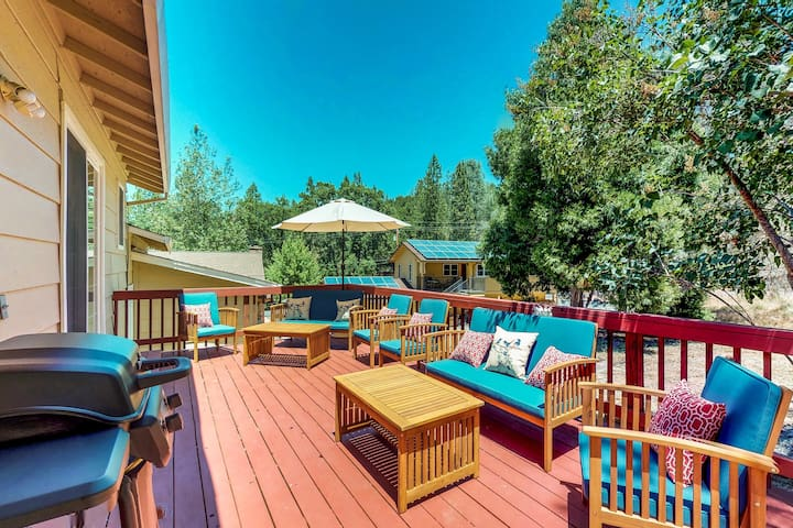 Family-friendly cabin w/ shared pool, tennis & golf-lake nearby