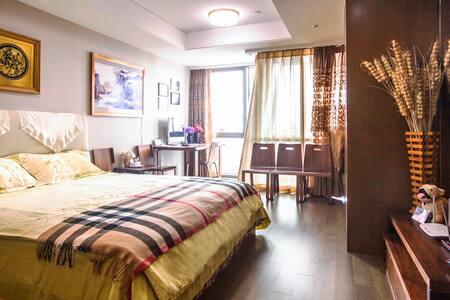 青岛短租高档公寓《中联自由港湾》。观山近海,舒适大床、特色小吃,交通方便。 - Qingdao - Apartment