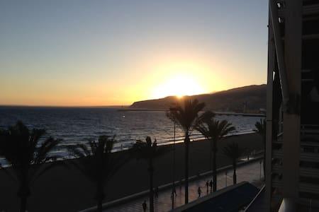 Apartamento ideal en primera línea de playa. - Almería
