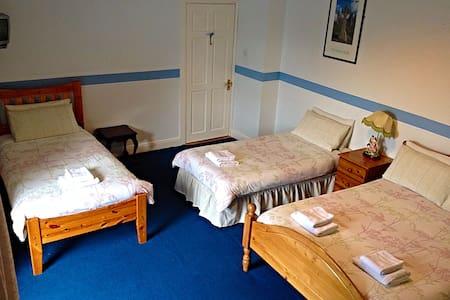 €75 Family Room - Quadruple Ensuite - Cashel