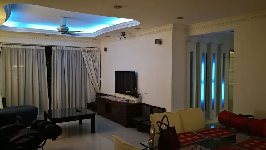 Cozy and Spacious 3 bedroom condo with KL View