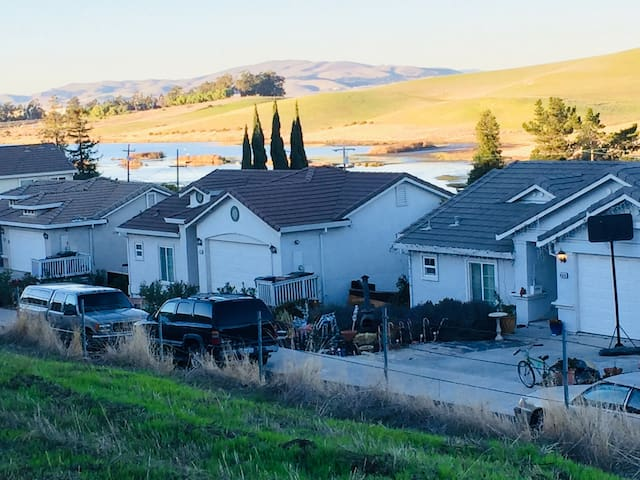 Serene Home With Views of Water, Green & Mt Diablo