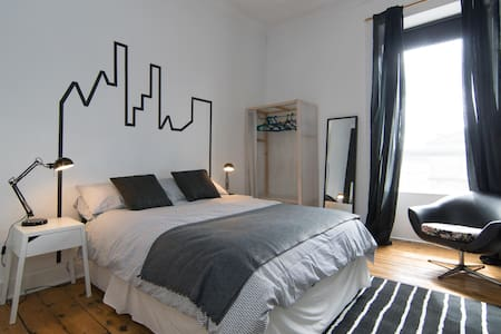 Impressive Dbl Room in Top Floor Flat - WIFI - Glasgow - Lejlighed