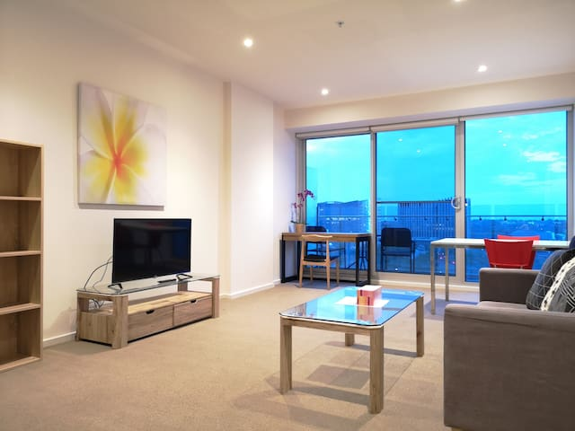 CBD Square View 1-Bedroom Apt With Free Parking #7