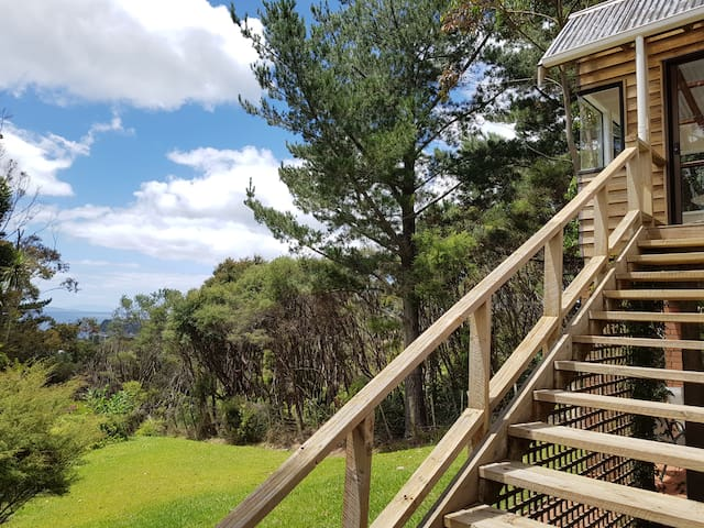 Kereru Cottage - private bach with sea view