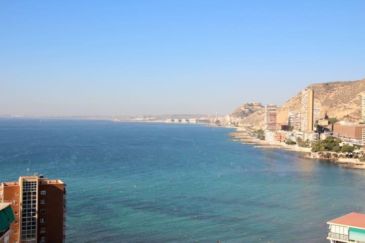 Estudio con fabulosas vistas al mar.