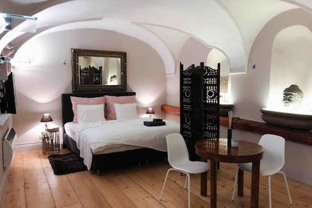 MAGICAL STUDIO IN HISTORIC PALACE
