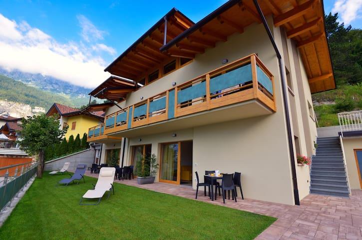 """Lodge """"le soleil"""" sport e natura  Molveno al lago - Molveno - Villa"""