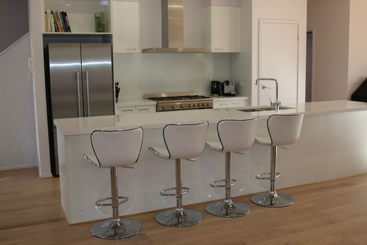 Large Entertainers kitchen