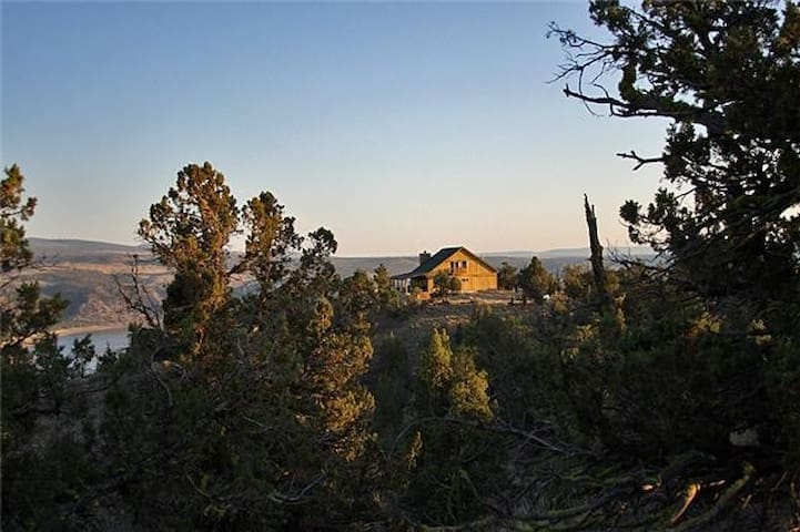 Incredible Cabin Overlooking Lake - Prineville - Rumah