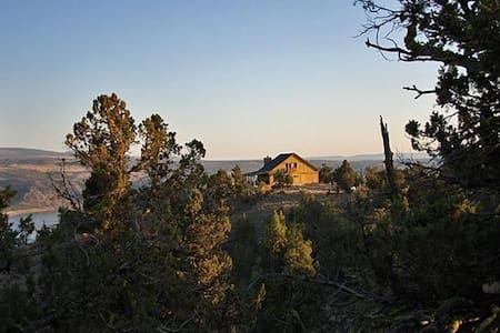 Incredible Cabin Overlooking Lake - Prineville - Casa