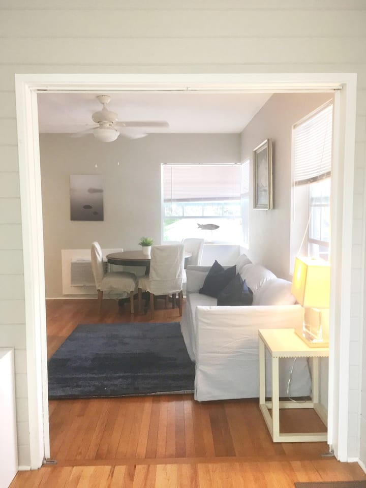 Lovely restored carriage apartment near downtown