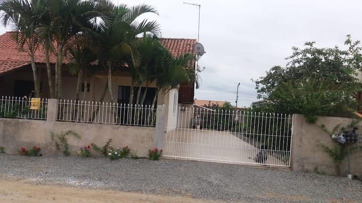 Casa próxima beto carrero e litoral de Penha/SC