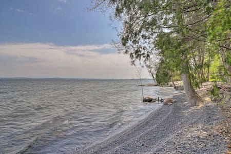 Tranquil Studio w/Private Beach on Lake Champlain!