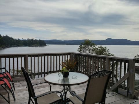 Arbutus Cove Waterfront Cottage