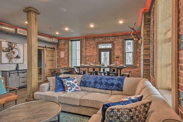 The brand new 1,600-square-foot unit features 2 highly appointed beds & baths.