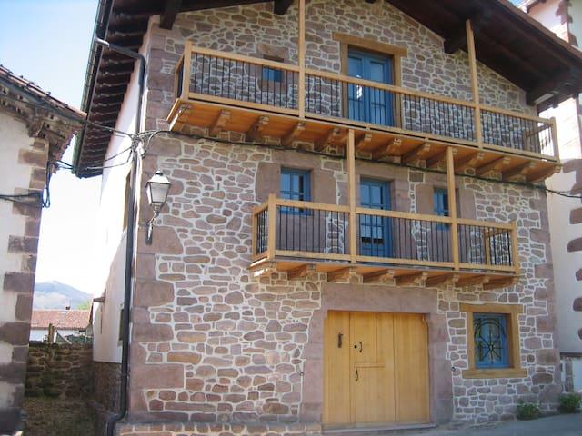 Casa tradicional en Bozate-Valle de Baztán - Bozate - Hus