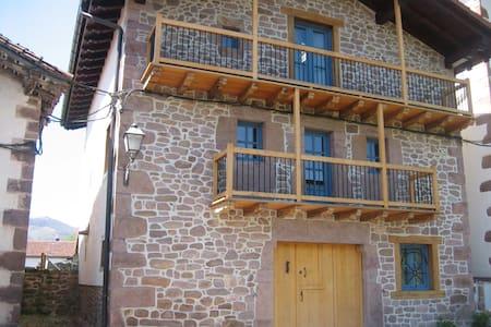 Casa tradicional en Bozate-Valle de Baztán - Bozate