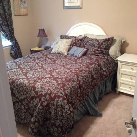 Room # 1 - Queen Bed in House That Sleeps 2