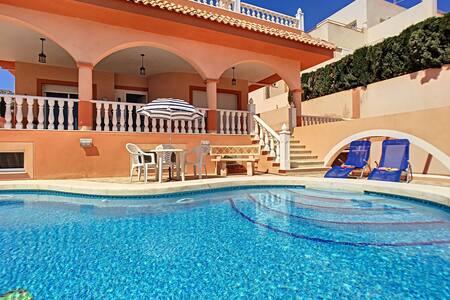 um quarto, piscina privada, wi-fi, perto do mar
