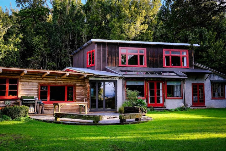 Rustic logcabin surrounded in acres of native bush