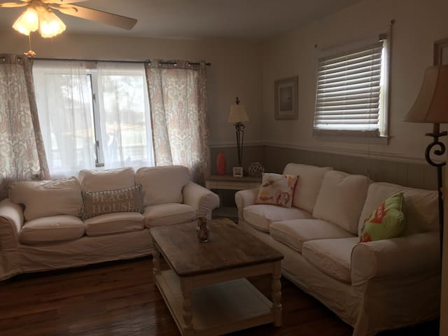 Beautiful N Cape May home on large corner lot - North Cape May - House