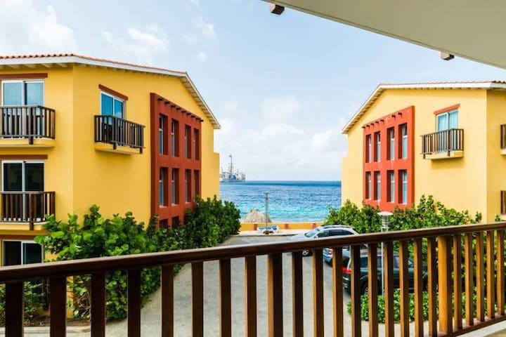 Luxurious 2 bedroom w Parcial Garden & Ocean View