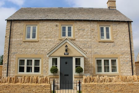 Perfectly modern and sunny Cotswold House - Andoversford