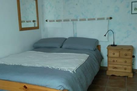 Chambres privées climatisées + piscine chauffée - Eyguières - Haus