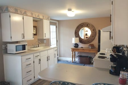 The Bears Den Cottage - short drive into town!