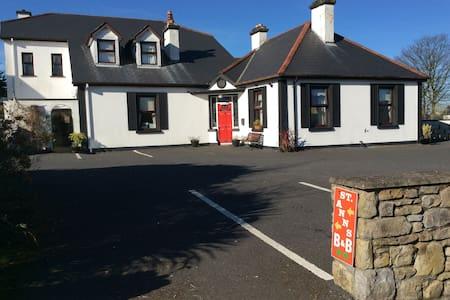 5 minute walk to sligo city Center (3) - Sligo