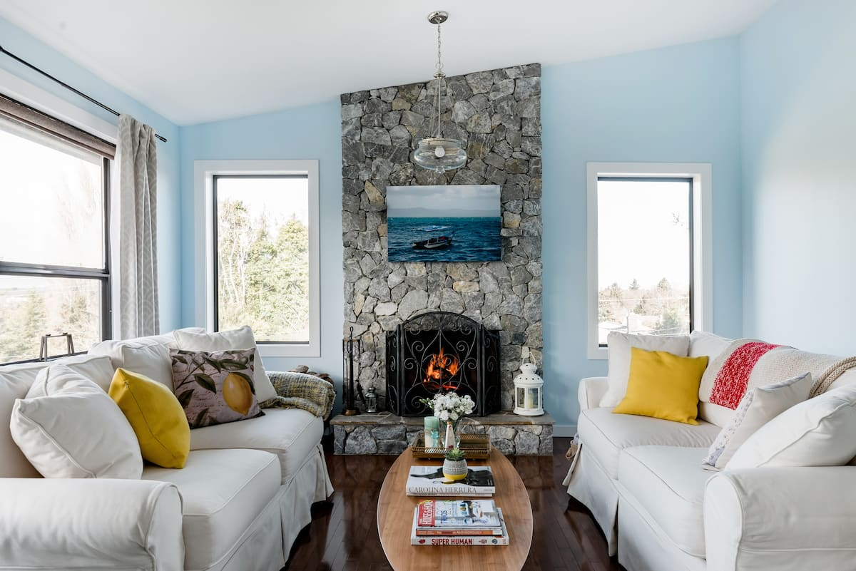 West-Coast Style House High on Mount Tolmie