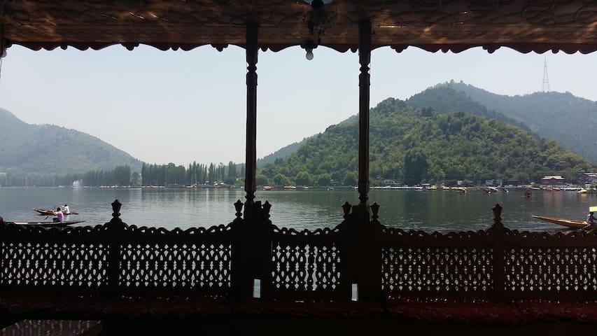 Room in luxury houseboat, Dal Lake