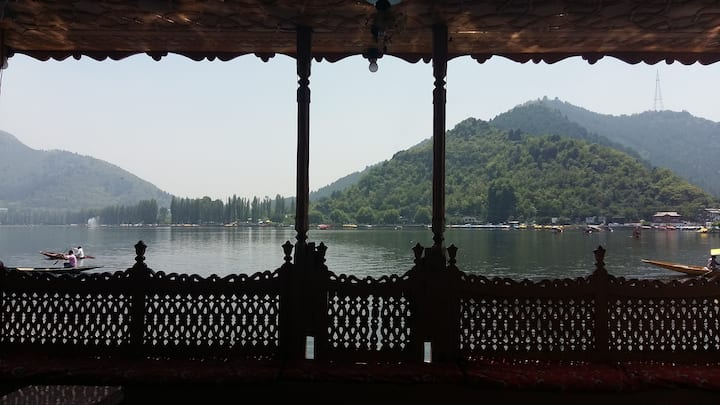 Room in luxury houseboat, Dal Lake