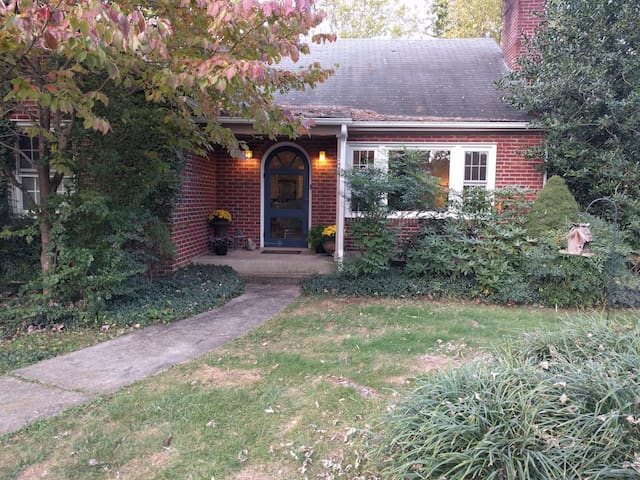 Charming brick cottage near W&L and VMI - Lexington