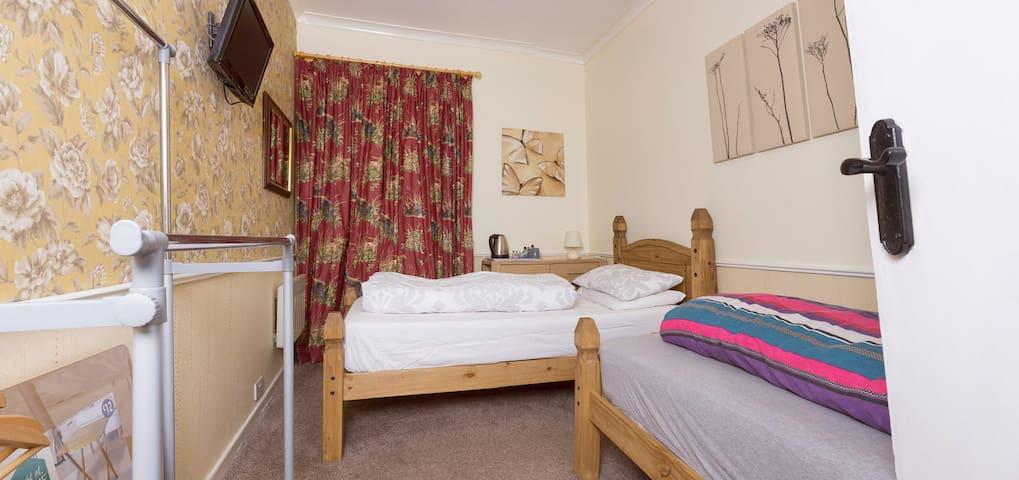 Bannockburn Inn Twin Room B