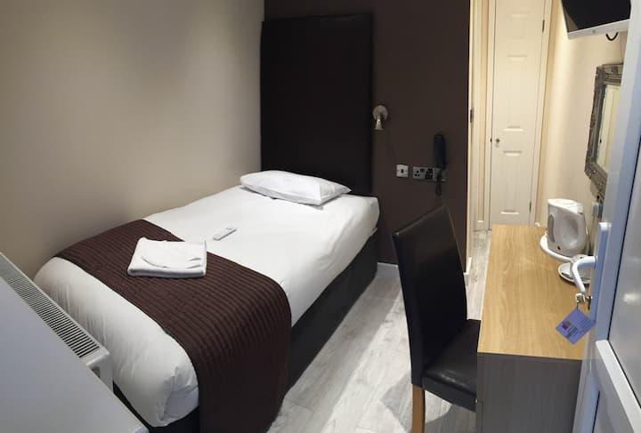 Gatwick Belmont Hotel Single en suite Room