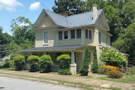 Charming Private Upstairs Suite - Morganton - Casa