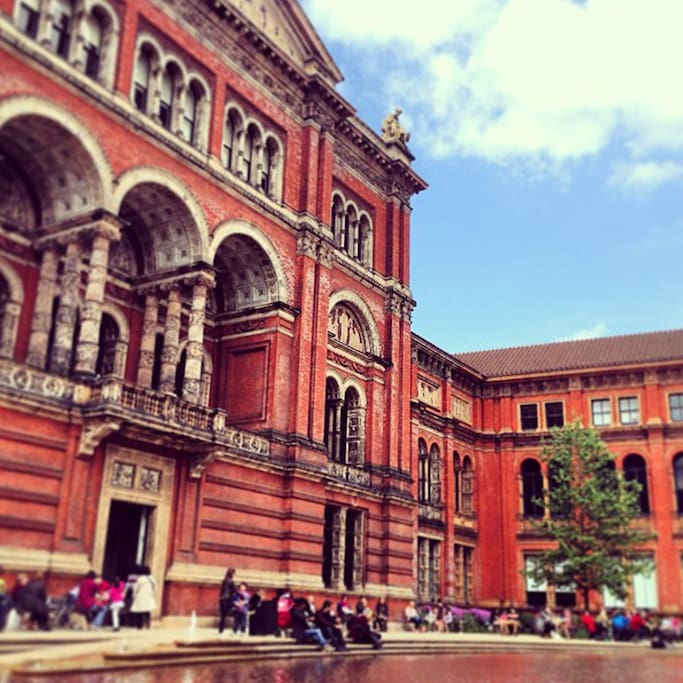 Photo of Victoria and Albert Museum in Queen's Gate, London, Greater London