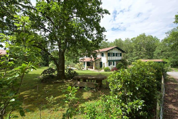 Côte Basque Grande Maison avec Piscine - Ascain - Talo