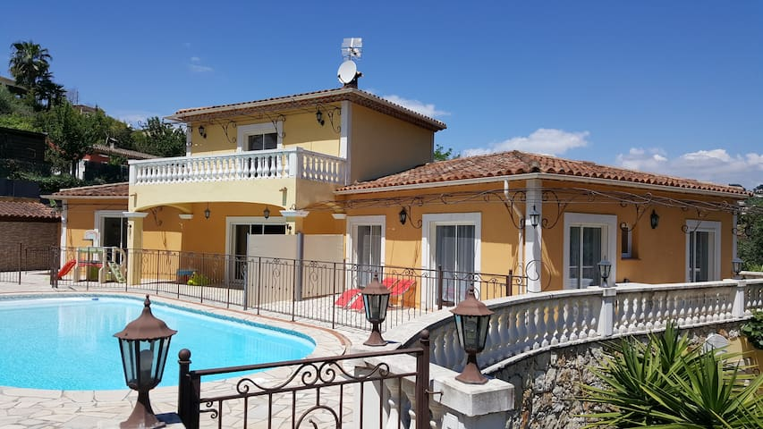 Large 60m2 Apartment with Pool very near of Cannes